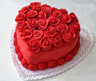 Tarta corázon grande con rosas rojas