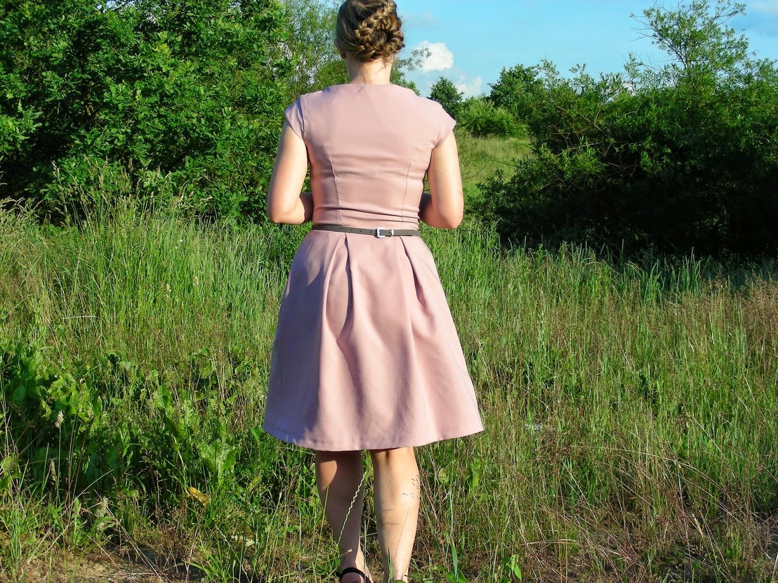 e2329495de Sukienka bez wątpienia jest legendą Burdy i hitem ostatnich lat. Teraz i ja  wiem dlaczego!Szyje się fajnie i nosi super