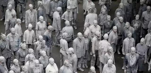 Τα ζόμπι βγήκαν στους δρόμους του Αμβούργου - Ο γκρι λαός της νέας εποχής