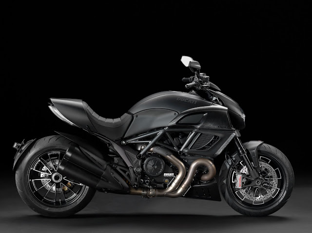 2013-Ducati-Diavel-black