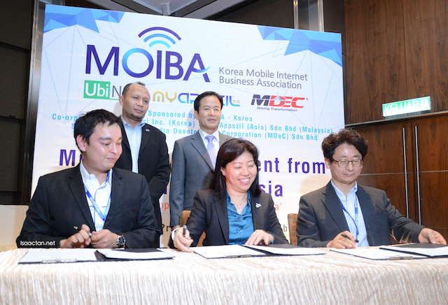 L-R: Mr Alfred Tan, CEO of MyAppsZil, En Wan Murdani Wan Mohamad, Ir, Director, Digital Enablement MDeC, HE Cho ByungJae, Ambassador of Korea to Malaysia, Ms Ng Wan Peng CEO of MDeC, and Mr Paul Noh, Ubi Nuri Inc.