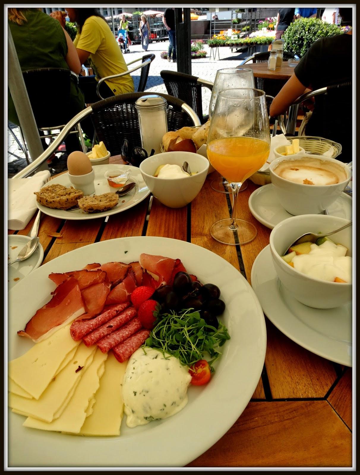 śniadanie,  zestawy śniadaniowe, Alte Kanzlei, Stuttgart