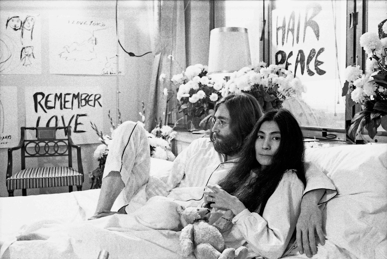 John Lennon And Yoko Ono Bed In Moon to Moon: In bed w...