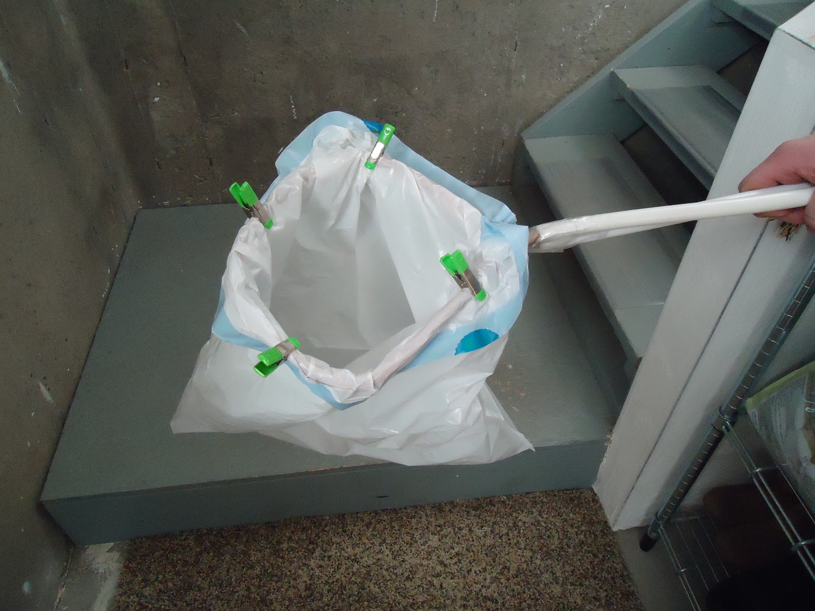 do it yourself garbage bag holder