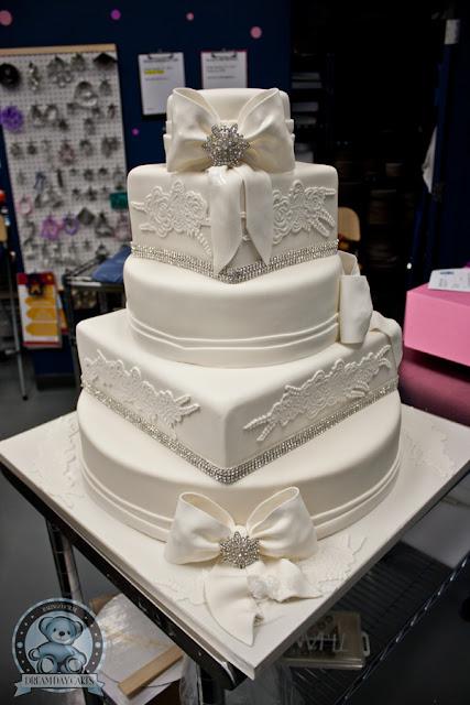 pastel-de-boda-con-encaje