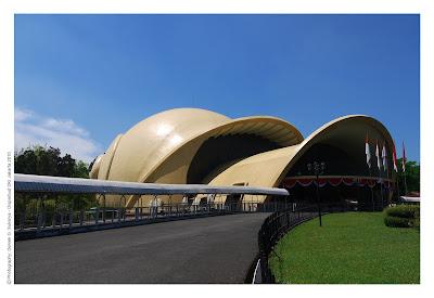 Teater IMAX Keong Mas di Taman Mini Indonesia Indah (TMII)
