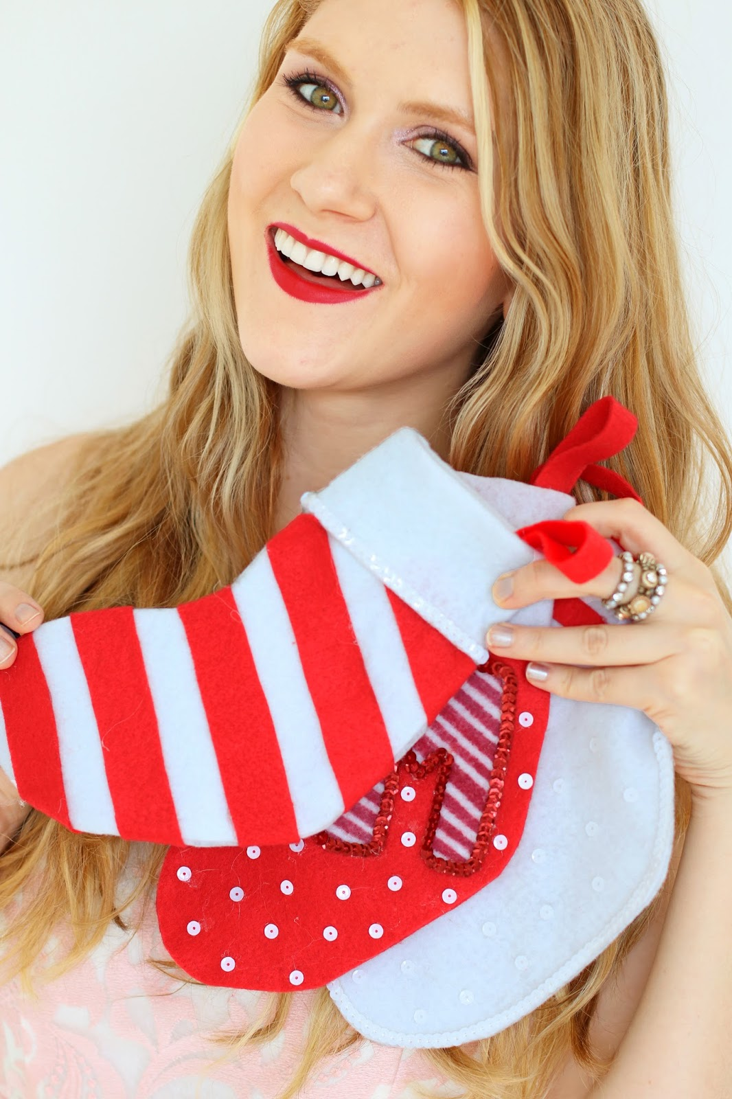 Cute DIY Christmas Stockings. Click through for tutorial!