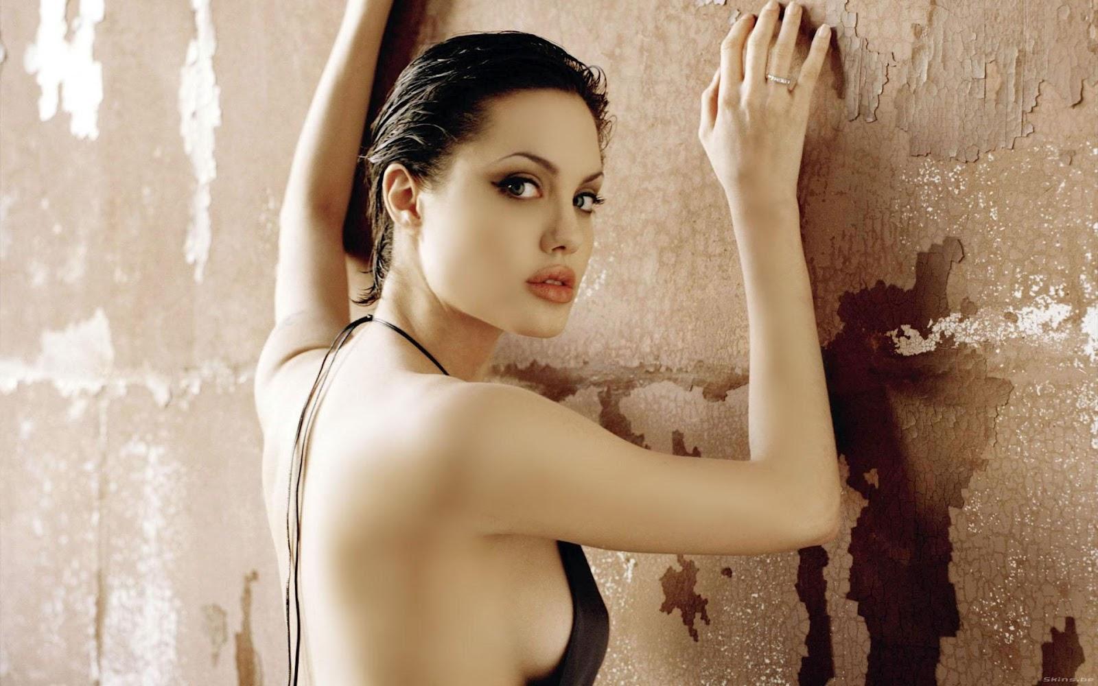 http://1.bp.blogspot.com/-vh_JEkmc8DA/T-lllbF76SI/AAAAAAAABkU/VymQF92JFpg/s1600/angelina-jolie+HD_wallpapers.jpg
