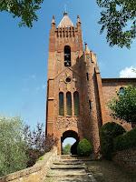 El campanar neogòtic de l'església del Sagrat Cor