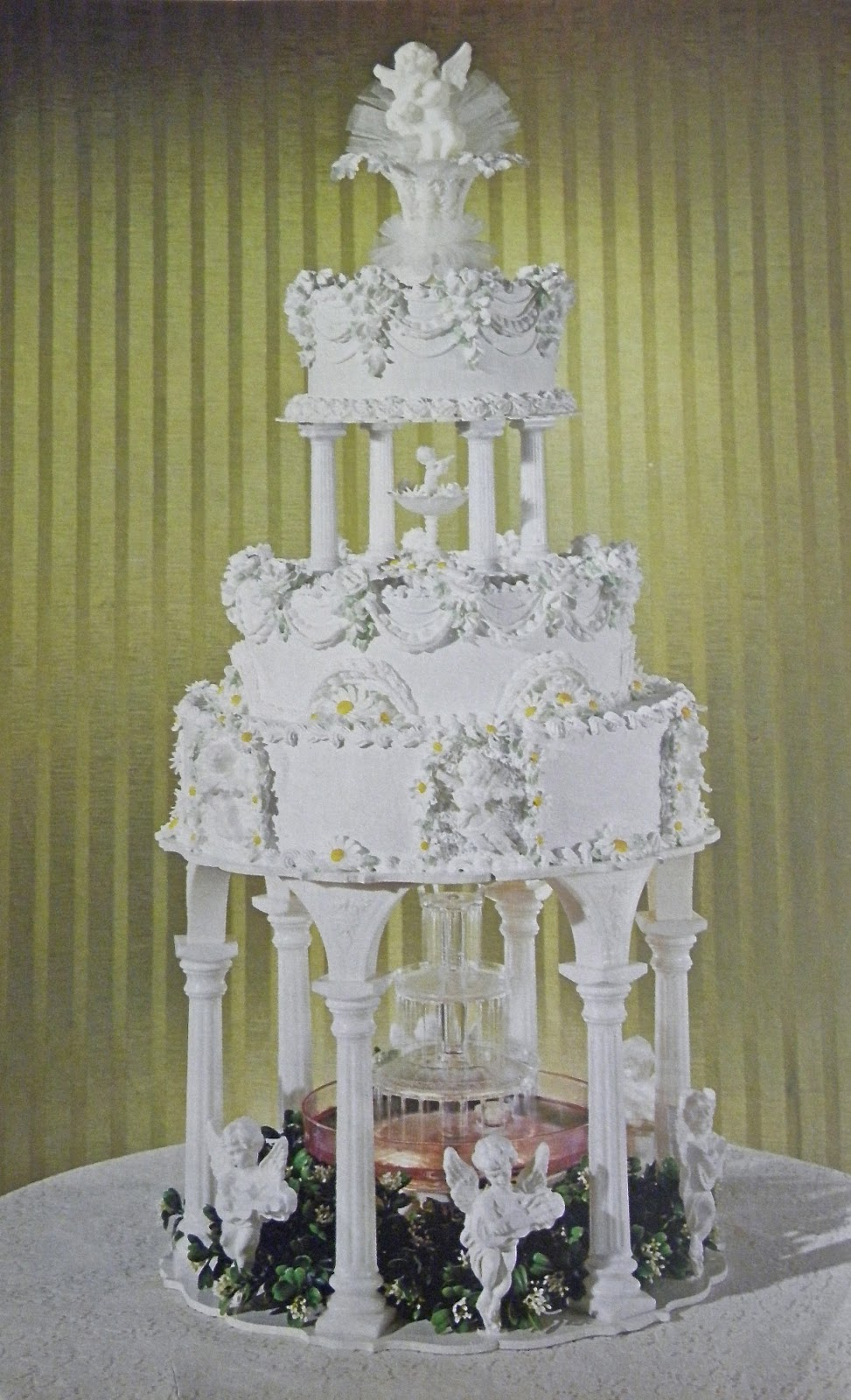 Vintage Wedding Cakes With Pillars