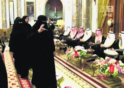 Raja Arab Saudi, Raja Abdullah, kelmarin melantik anggota wanita pertama dalam Majlis Syura
