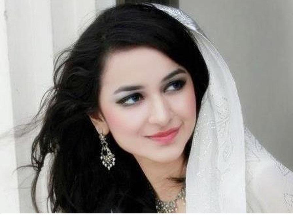 Yumna Zaidi Pakistani Actresses