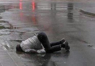 funny picture: intoxicated on the street