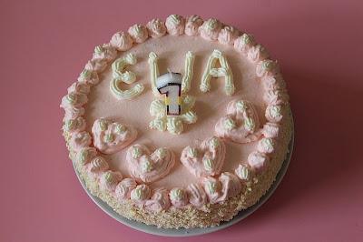 Różowy tort na roczek