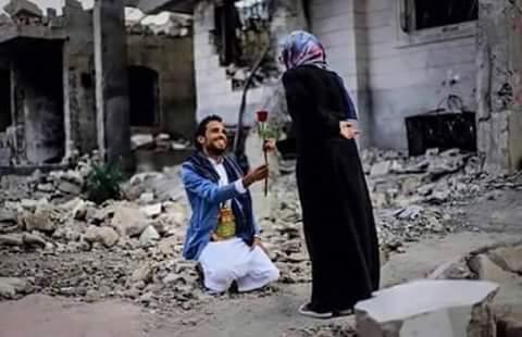 Πρόταση γάμου για μια νέα ζωή μέσα από τα ερείπια...