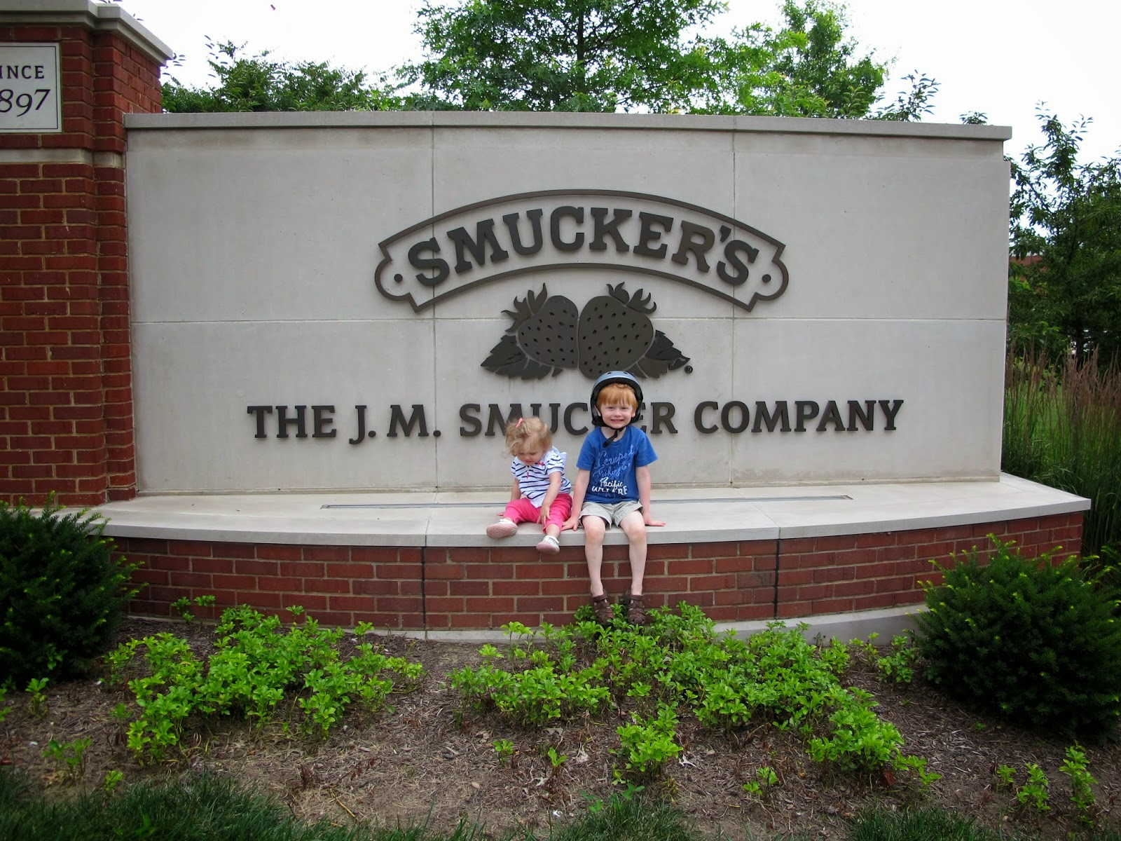 Stella & Porter on the Smucker's Sign