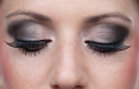 Applying Beautiful Smoky Eyes- How to Get Smoky Eyes