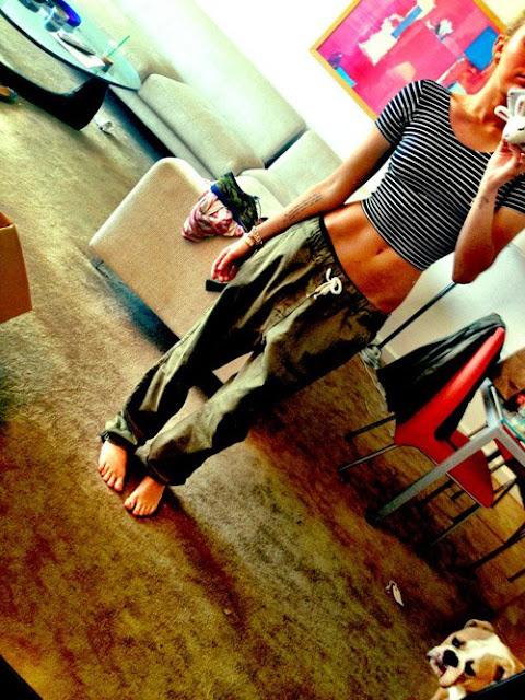 Miley-Cyrus-Midriff Baring-TwitPic-Raises-Concerns