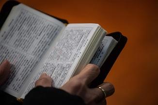 IL GIORNALE: China elimină cuvintele Dumnezeu, Isus şi Biblie din cărţile pentru copii