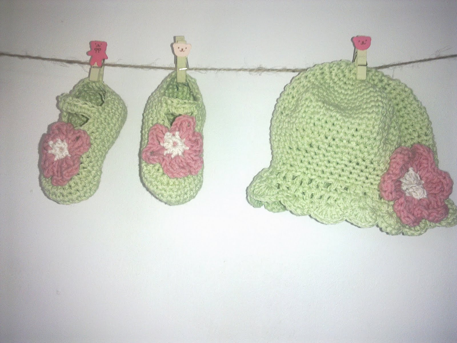 Hand-knitted set of booties and hat