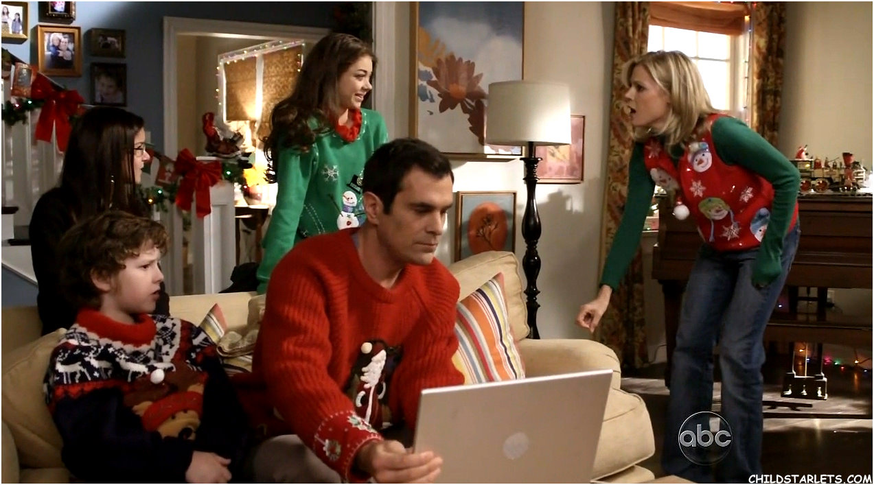 upcy 25 holiday episodes that christmas just isnt complete without - Modern Family Christmas