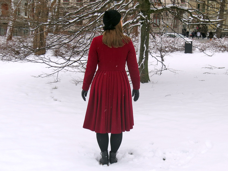 The ruby red winter coat back | www.stinap.com