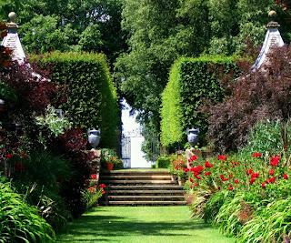 Modern Homes Beautiful Garden Designs Ideas