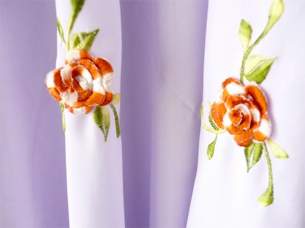 ni namanya bunga sulam timbul. ada dlm 10 kuntum.