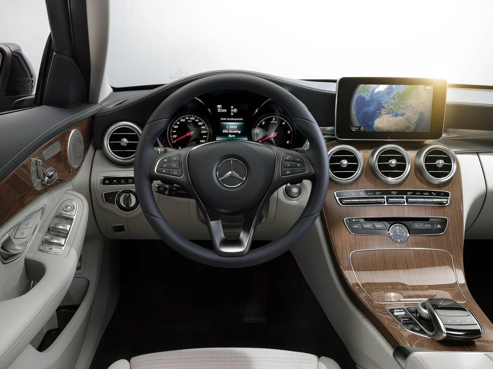Novo mercedes classe c pre o no brasil r 160 mil car for Interior mercedes clase c