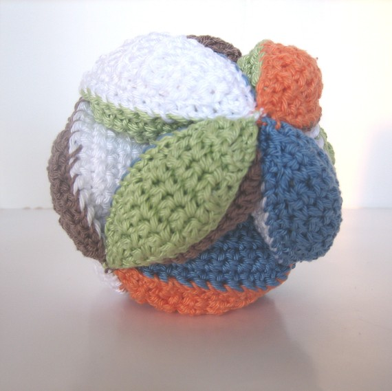 Caffeine, kids, and knittingin that order.: Simple Crochet Ball