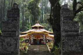 Wisata Keraton Gunung Kawi