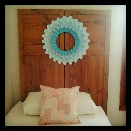 Cabeceras de cama con puertas recicladas for Como hacer una puerta reciclada