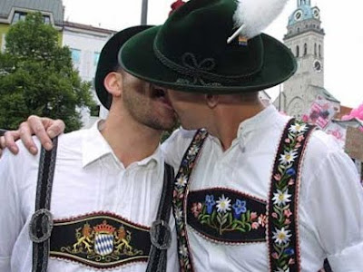 munich-oktoberfest-gay.jpg