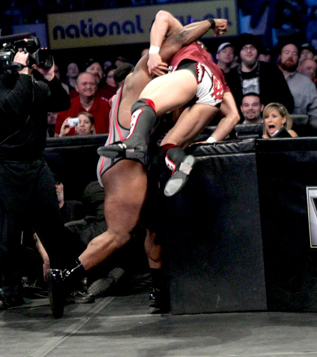 Ryback Bench Press: I LOVE WWE: BIG E LANGSTON Attack On Daniel Bryan