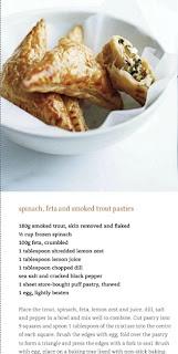 Пирожки со шпинатом, фетой и копченой форелью