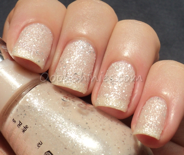 Essence Sparkle Sand Effect