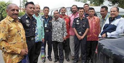 Brave men: Ramakrishnan (left) and the men involved in the searchand- rescue operation, posing for a photo with the police.