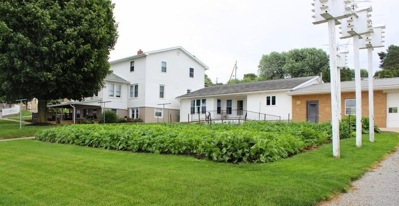 small farm girl Amish Homes