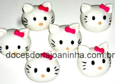 Doces modelados no formato da carinha da Hello Kitty