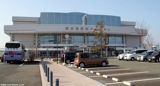 Terminal de pasajeros internacionales del puerto de Hakata en Fukuoka