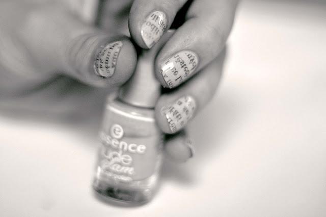 newspaper nails nail art
