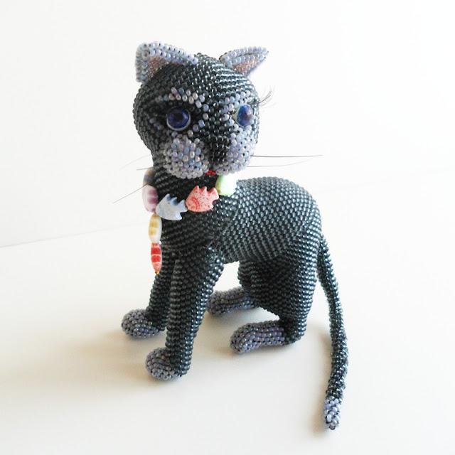 Как сделать кошку из бисера?