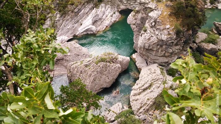 Вид на реку Морача сверху, Черногория