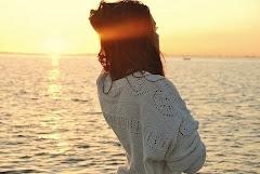 Quiero un beso tan largo como la distancia que nos separa.