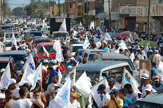 Hipolito Mejia y el PRD realizan 50 ultitudinarias marchas carvanas simultaneas