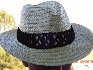 Cinta de crochet en sombrero de paja