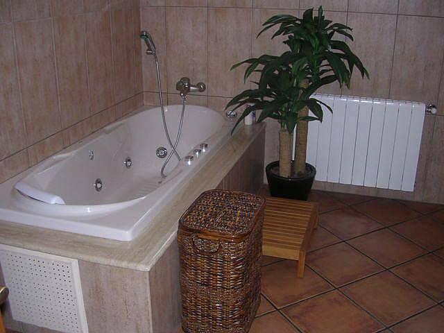 Tinas De Baño Tamanos:Baños Modernos: Baño pequeño con tina Hidromasaje