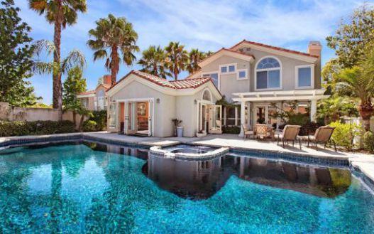 Mẫu không gian sống hoàn hảo với thiết kế hô bơi trong nhà