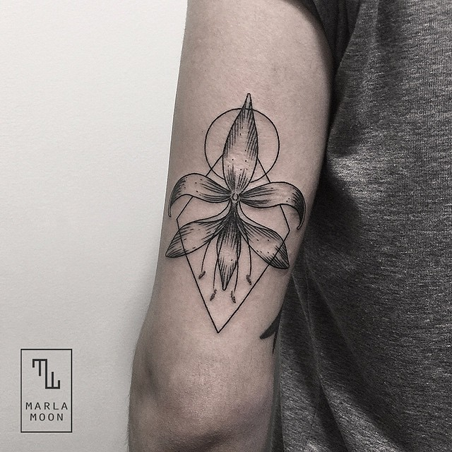 11-Flower-Marla-Moon-Geometric-Shapes-with-Tattoo-Drawings-www-designstack-co