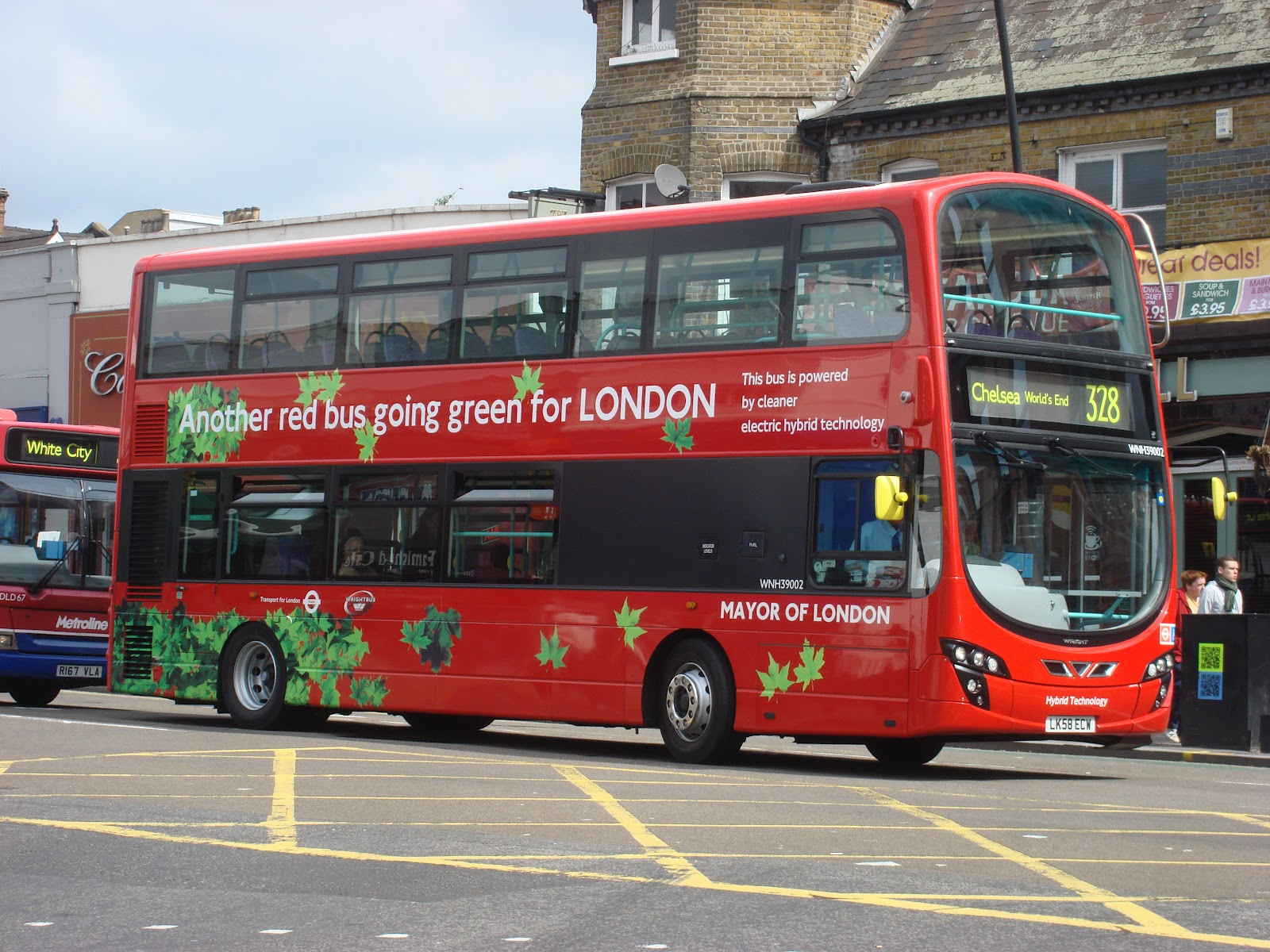 ( Photo: London's hybrid bus)
